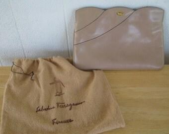 Vintage 1970s Salvatore Ferragamo Handbag Purse / 70s Ferragamo Clutch Convertible / Gold Link Chain in Beige / Gray / Greige  Made in Italy