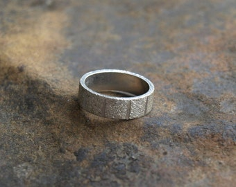 Vintage Silver Band Ring Textured Uncas