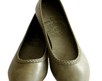 AISÉ. Leather flat shoes / leather ballet flats / sizes: US 4-13, EUR 35-43. Available in different leather colors.