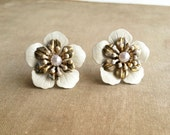 Gold Bridal pearl earring, rustic wedding,ivory bridal earrings, flower floral nature vintage bridal jewelry shabby chic, post