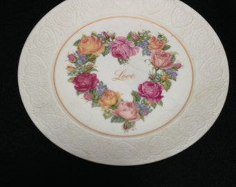 """Vintage 1980's Avon """"Bouquet of Love"""" Collectors Plate  (LDT2)"""