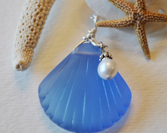 Blue Beach glass shell necklace with white freshwater pearl, Beach necklace, minimalist necklace