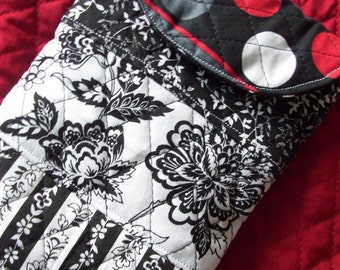 Black & White Quilted E-Reader Sleeve