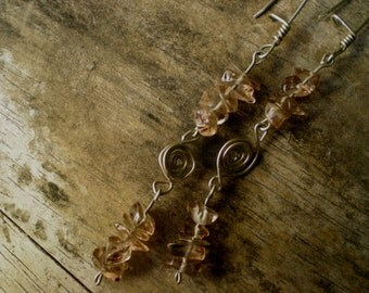 Stone earrings / brown / transparent / woman / teen / using day / casual