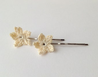 Ivory flower hair pins, crochet flower pins, flower girl hair pins, romantic hair accessories, ivory hair flower, crochet hair accessories