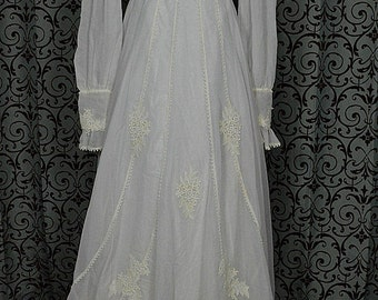 "1970s White Vintage Empire Wedding Gown/Dress w 68"" Train, Floral Appliques, ILGWU"