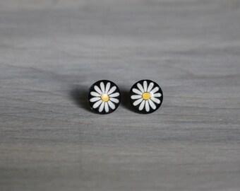 Daisy Flower Stud Earrings 12mm