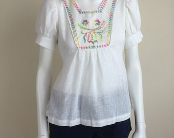 white cotton top w/ embroidered bib