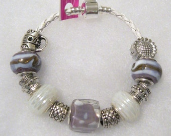 186 - CLEARANCE - Lavender and White Bracelet
