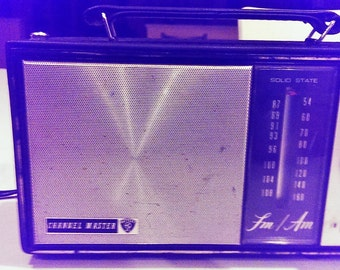 Vtg 1965 Channel Master Model 6466A Portable AC/Battery Solid State Transistor AM/FM Radio