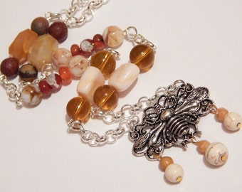 Queen Bee Necklace With White Turquoise And Agate Beads