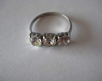 Clear 3 gemstone vintage sterling silver ring size 6
