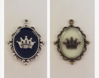 Crown Pendant (Silver or Bronze)