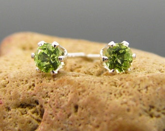 Peridot earrings (sterling silver), peridot stud earrings, peridot studs 4 mm