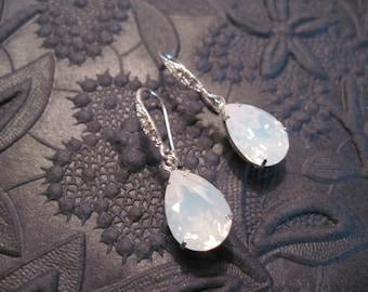 White Opal Swarovski Bridesmaid Earrings/Opal Wedding Jewelry/Bridesmaid Jewelry/White Crystal Earrings/Opal Earrings/Swarovski Earrings