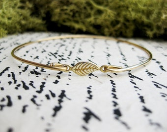 Tiny 14K Gold Leaf Bangle Bracelet, Fall Fashion, Delicate Bangle, Fall Wedding Jewelry, Woodland Jewelry, Nature Jewelry, Autumn Bridesmaid