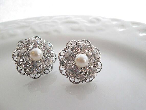 Wedding earrings, Ivory Pearl earrings, bridesmaids earrings, Pearl post earring, Stud earring, Bridesmaids Gifts, ivory pearl Jewelry
