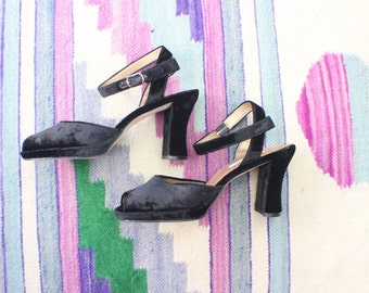 8 1/2 / 90's Heels / Black Velvet Chunky Heel with Ankle Strap / Women's Vintage Shoes