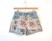 90s Toulouse-Lautrec Denim Shorts / Art French Print / High Waist Floral Denim Shorts / XS Small / Novelty Shorts / 90s Grunge Denim Cutoffs