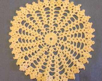 Vintage 1930s / 1940s Hand Crocheted Cream Colored Doily FREE SHIPPING
