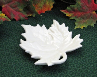 White Maple Leaf Tea Bag Holder Small Kitchen Spoon Rest Dining Table Accent Dish for Holding Rings Desk Tray