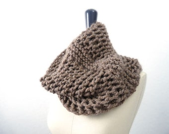 Baby Alpaca Knit Lace Infinity Loop Scarf / Cowl . Brown. Men / Women. Urban Style. Fall / Ski / Winter. Handmade in France.