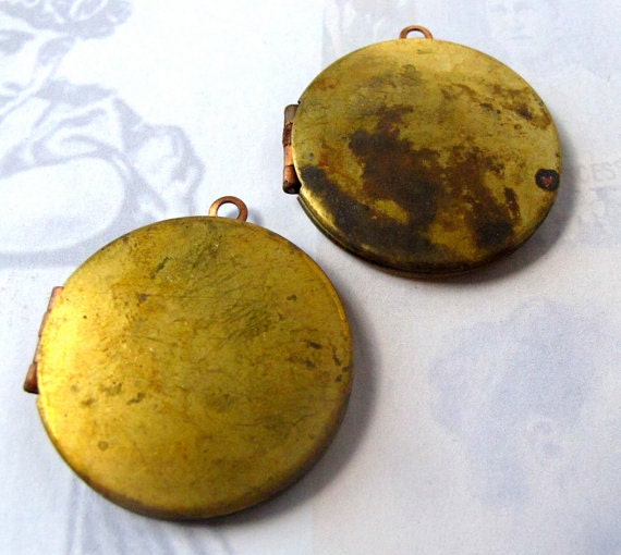 Rusted Vintage Round Lockets (2X) (L508)