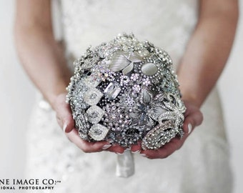 Lillybuds The Lavish Brooch Bouquet