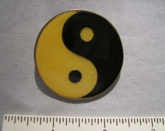 Large Enamel Yin and Yang Pin
