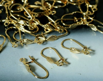 Earwire, gold-plated brass, 17.5mm kidney with 6x3.5mm shell with open loop (item ID F8530FD)