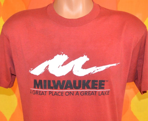 vintage 80s t-shirt MILWAUKEE great place great lake tee Medium Large soft thin wisconsin