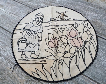 Vintage Antique old French 1930/30s Art deco Folk / Holland/ embroidery doily