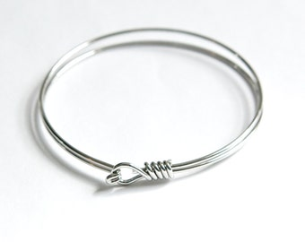 Silver Plated 2 Wire Round Bangle Charm Bracelet Hook & Eye Closure (1) fnd303B