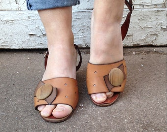 size 8, Vintage1970s Brown Leather Sandals / Stacked Heels and Decorative Wooden Bow / Made in Italy by Raspini
