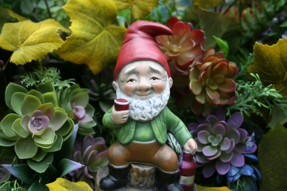 Gnome Garden: Wine Lover Garden Gnome Red White & Cheers To Drinking