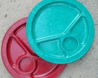 Pr Vintage Mid-Century CALI-WARE Melamine Bakelite Divided Plates...Mottled Red, Turquoise Green...NM