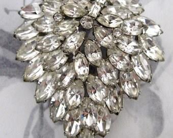 big ol' prong set rhinestone vintage brooch - j5291