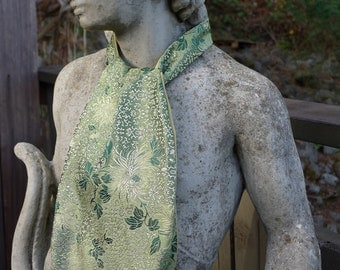 Green Crysthanamum Silk Brocade Ascot
