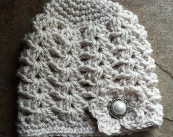 Baby girl crochet hat, in oatmeal with pearl button , size 0 to 3 months