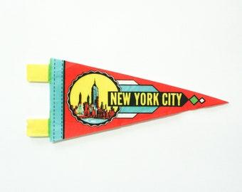 New York City felt pennant / midcentury travel pennant / vintage 60s felt banner / small gift