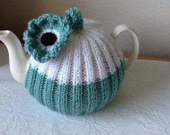 Daisy Tea Cosy - 4 cup tea pot, aqua and white