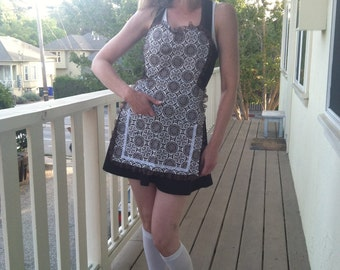Vintage inspired Brown y White Paisley print with lace Apron