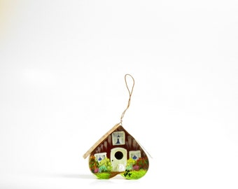 Tin Bird House , Hand Painted with Laundry on the Line