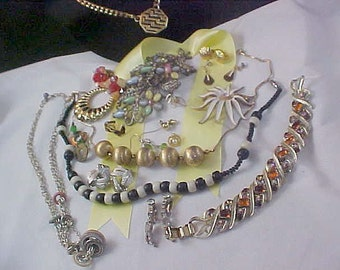 Reduced~  CLEARANCE ~ Twenty  (20)  Piece Most  WEARABLE JEWELRY Lot