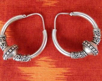 Sterling Silver Hoop Creolen Earrings / silver 925 / Balinese Handmade Jewelry / Silver bead / 1.35 inch long