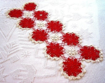 Doily Dresser Scarf Runner Lace Granny Discs Big Circles White Framed Red Stars Christmas Holiday