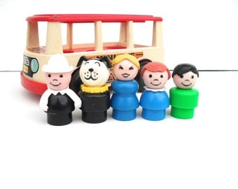 Vintage Fisher Price Little People Group of 5 Figures and Mini Bus