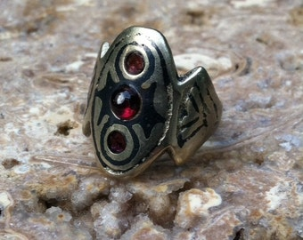 Ancient Shield Silver Ring Garnet Cabochon