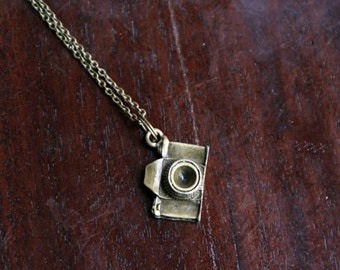 Collier analogue : appareil photo vintage mignon