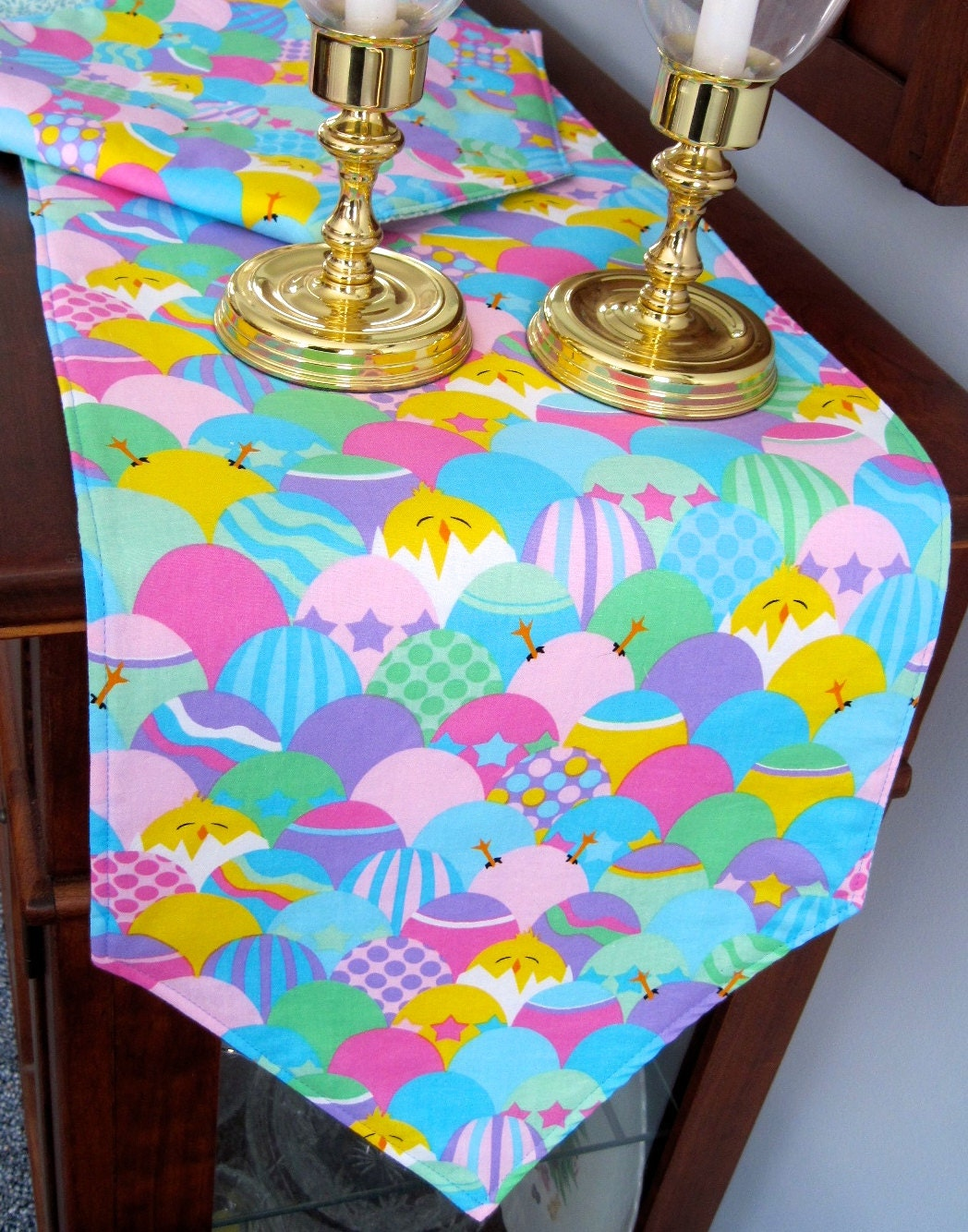 easter table runner 90 decorated colored easter eggs. Black Bedroom Furniture Sets. Home Design Ideas